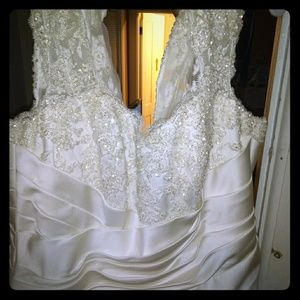 Never been worm wedding dress